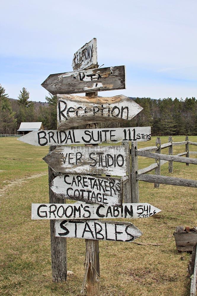Rustic signs at Riverside weddings
