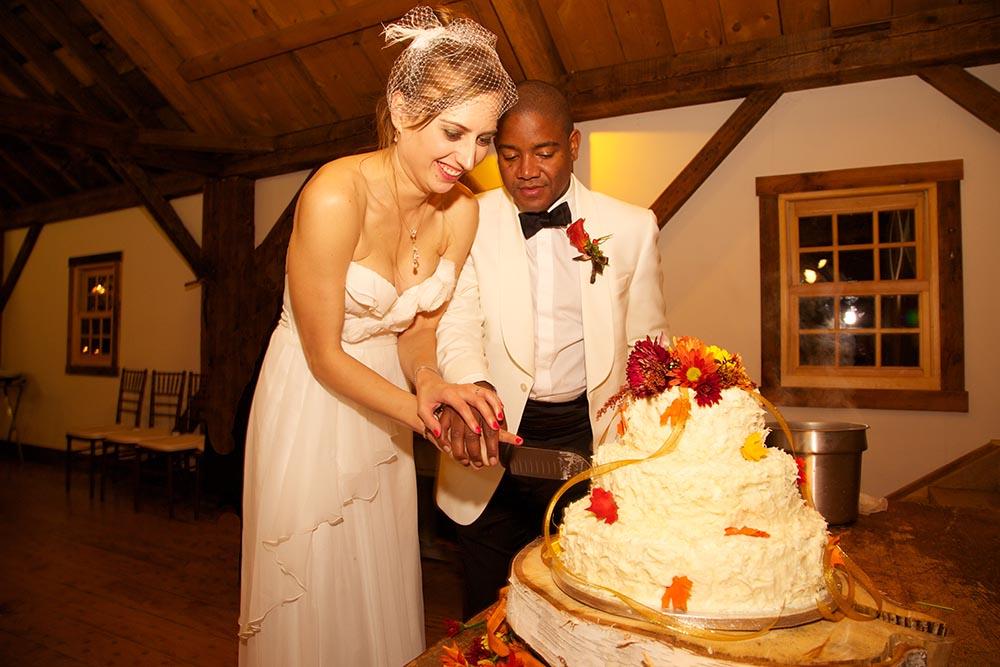 Flowers on wedding cake